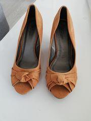 Damen-Schuhe cognacfarben mit Keilabsatz Gr