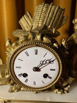 Uhren - Antike Kaminuhr mit Glasdom und