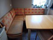 Eckbank Tisch und zwei Stühle