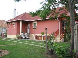 Idyllisches Einfamilienhaus in HEGYESHALOM UNGARN: Kleinanzeigen aus Nickelsdorf - Rubrik 1-Familien-Häuser