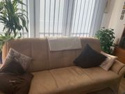 Schönes Sofa mit Sessel in