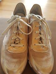 Neue Schuhe der Marke Semler
