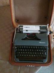 Olympia Schreibmaschine im Koffer funktioniert