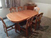 ausziehbarer Tisch mit 6 Stühlen