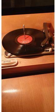 Musiktruhe Radio und Schalplatten