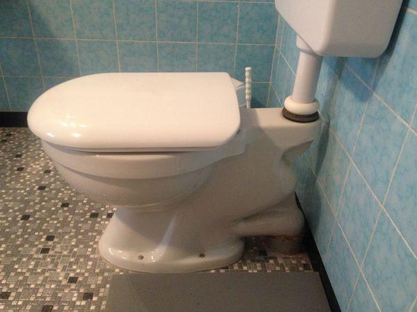 WC Tiefspülklosett aus Porzellan weiß
