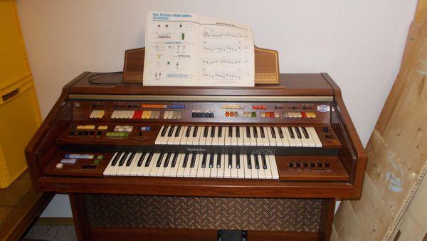 Orgel mit orginal Hocker und Notten Heft