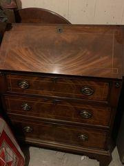 Ältere Möbelstücke abzugeben