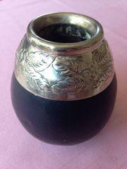 Kleine Kalebassen-Vase mit Silberbordüre