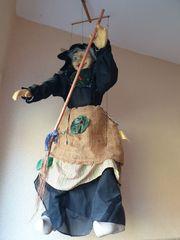 Große Marionette Hexe mit Besen