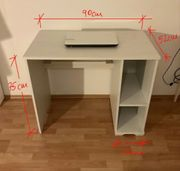 Weißer Schreibtisch von IKEA