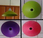 4 Deckenlampen in verschiedenen Farben