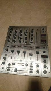 BEHRINGER PROFESSIONAL DJ MIXER