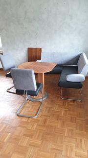 Eckbank mit Tisch und 2