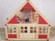 Puppenhaus aus Holz mit Selecta