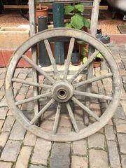 altes antikes Wagenrad Kutschrad Rad
