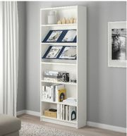 ein weißes Bücherregal 195 80