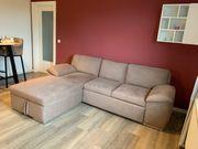 Beiges Sofa mit Schlaf funktion