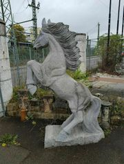 Steinpferd Skulptur aus Granit - Gartendeko