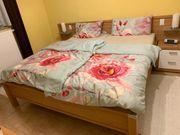 Schlafzimmer mit 2 Kommoden