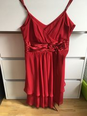 Schickes rotes Cocktailkleid