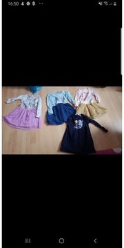 4 Kinderkleider