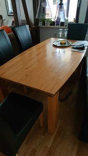 Tisch mit Stühle und Bank