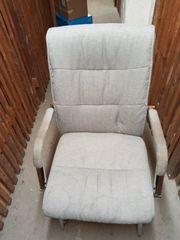 Stabiler Stuhl Metallfüße