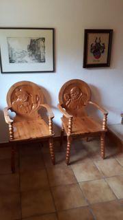 Sessel mit Schnitzereien