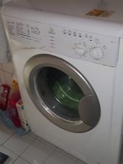 defekte Waschmaschiene Ersatzteilspender