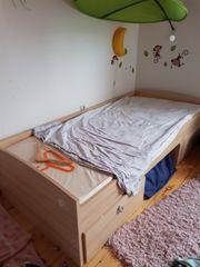 Bett mit Schubladen
