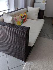 Sofa und Sessel mit Auflagen