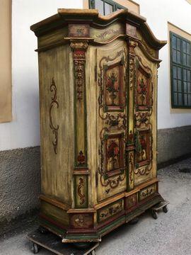 Bild 4 - Hinreißender Bauernschrank bemalt Garderobe Möbel - Gutenstein