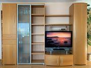 Wohnwand mit Fernseher