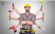 Handwerker bietet Hilfe an