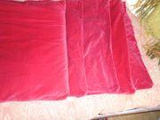 rote Kissenhüllen aus Samt