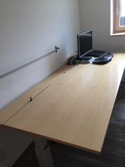 Schreibtisch höhenverstellbar Bene