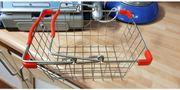 Kaufladen Scanerkasse und Metall Einkaufskorb
