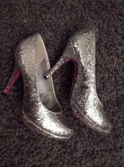 Schuhfetisch - herzhaft stinkende sexy Heels