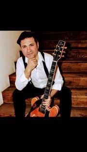 One - Man - Band Singer Guitarist