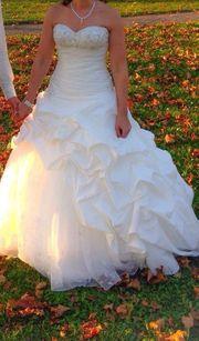 traumhaftes Hochzeitskleid von Eddy K