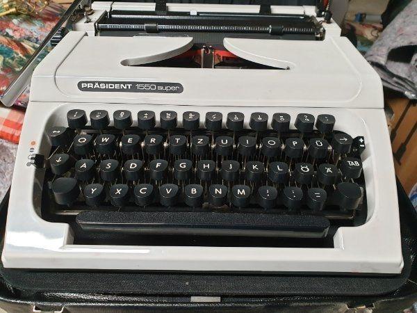 mechanische Schreibmaschine Koffer