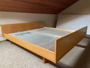 Doppelbett mit Metalllattenrost - Schreinermöbel - Holz