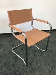 4 Freischwinger-Stühle mit Armlehnen