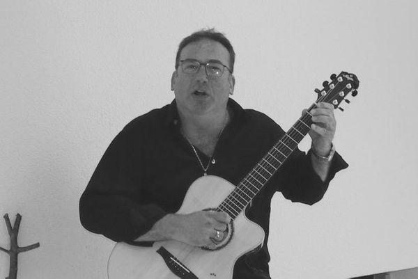 Gitarrenonkel sucht Auftrittsmöglichkeiten
