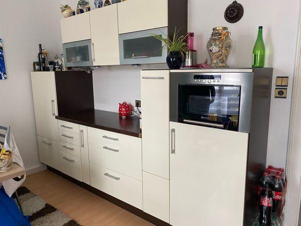 neuwertige Küche cremeweiß