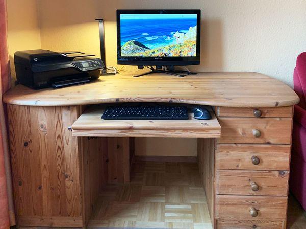 Computerschreibtisch aus Massivholz