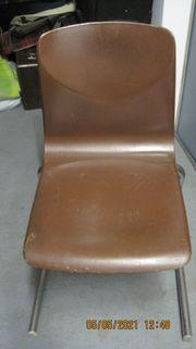 Brauner Stuhl zu verkaufen