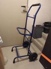Metallgestell mit Rädern für Zeitungswagen