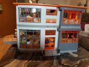 Kinderklinik von Playmobil mit Krankenwagen